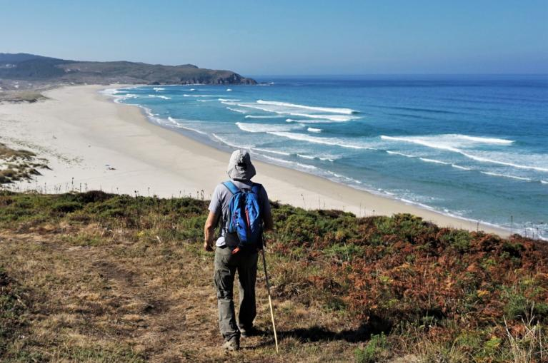 Hiker in Praia do Rostro