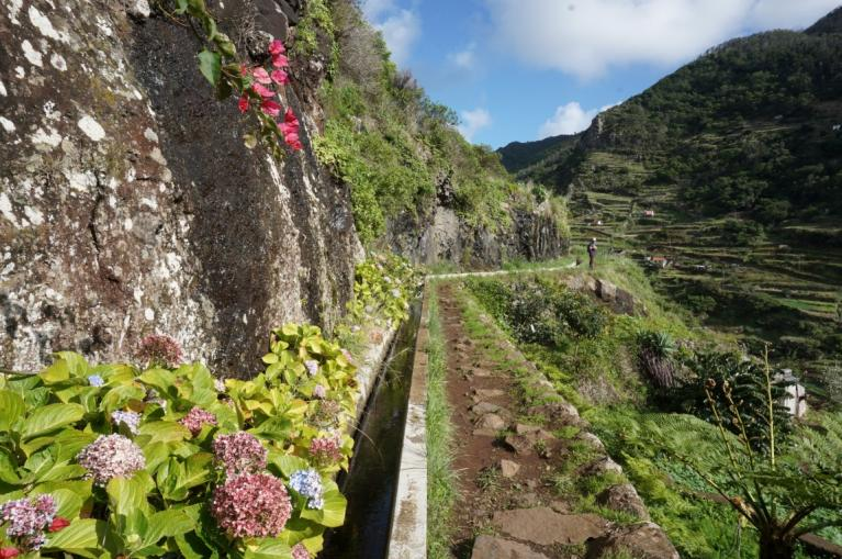 Walking route from Maroços to Machico