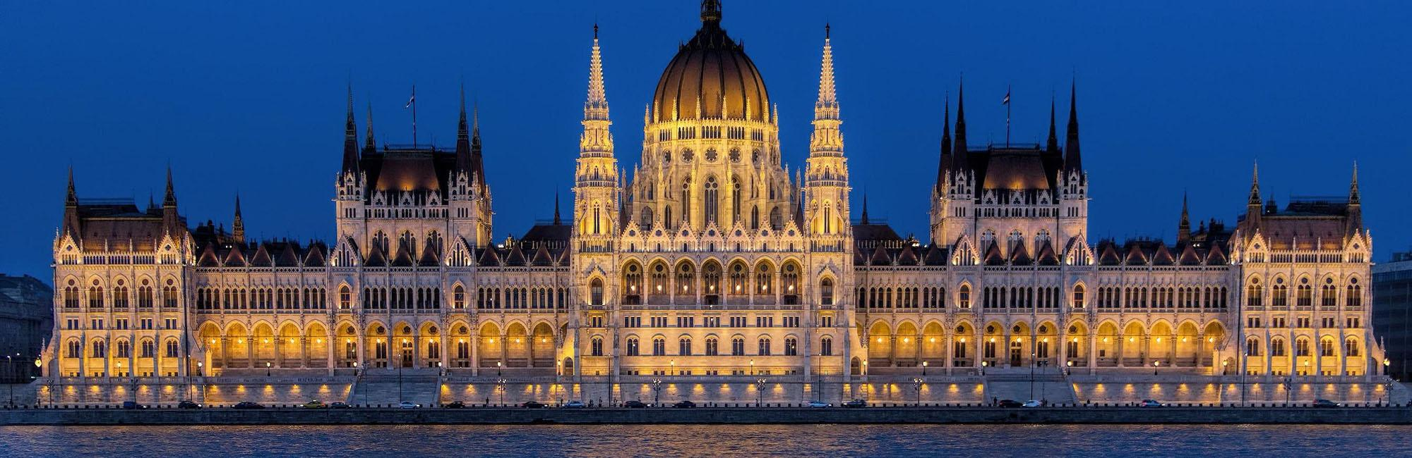 Parlament in Budapest at night