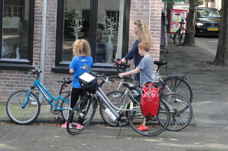 Family cycling trip in Holland