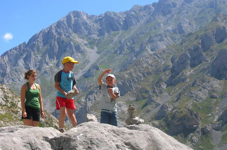 Walking route in Picos de Europa with kids