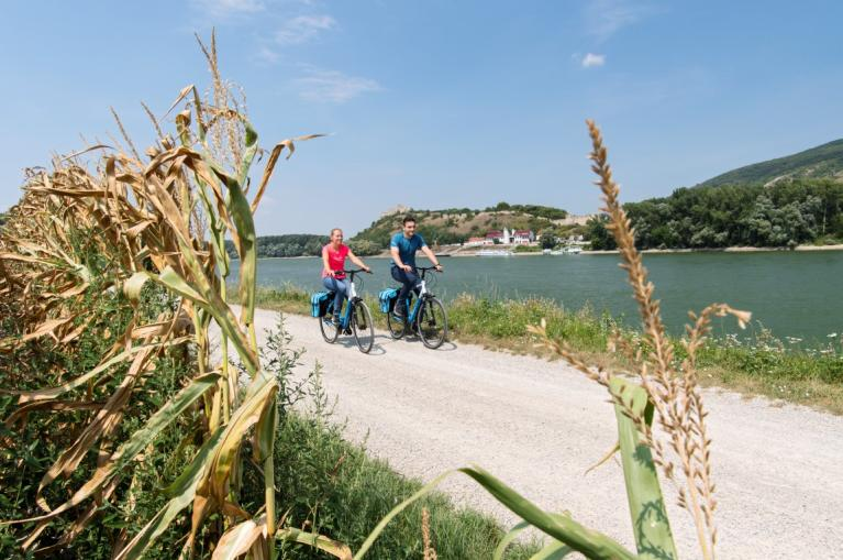 Cyclists in the Danubio cycling path
